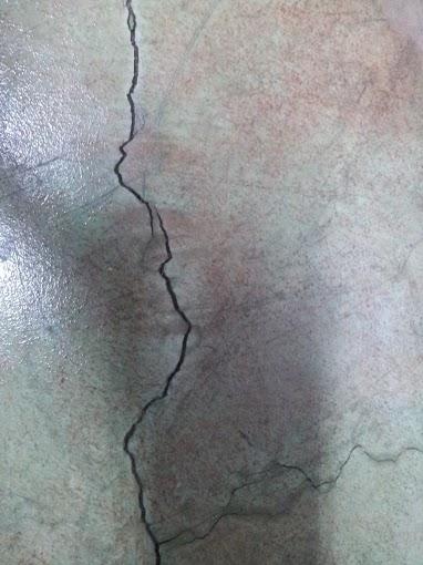 ¿Por qué se fisuran los pavimentos continuos de hormigón?